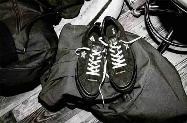 时髦icon人手一双的鞋履,必须是经典百搭的帆布鞋