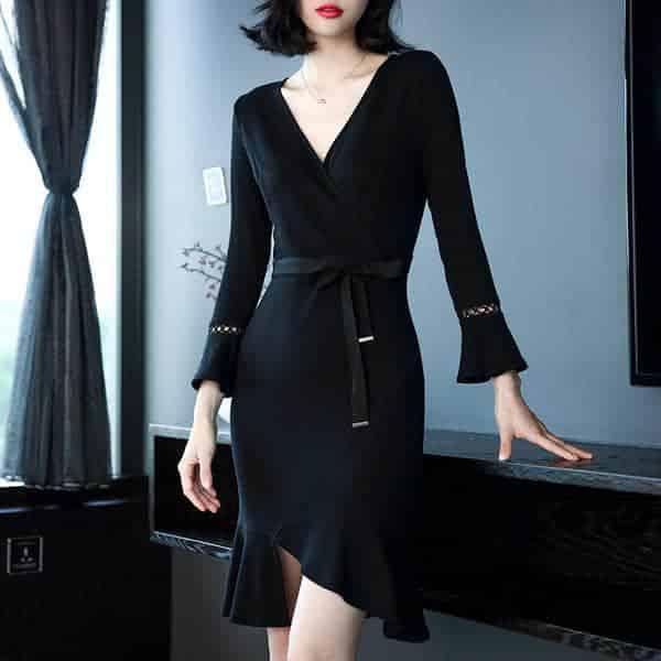 奔四奔五女性穿优雅范十足的修身连衣裙,衣服合身人精神更显年轻