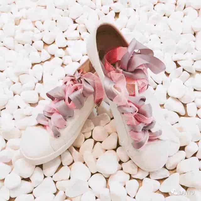 开满花朵的小白鞋 | 让这段旅程走起来更有趣
