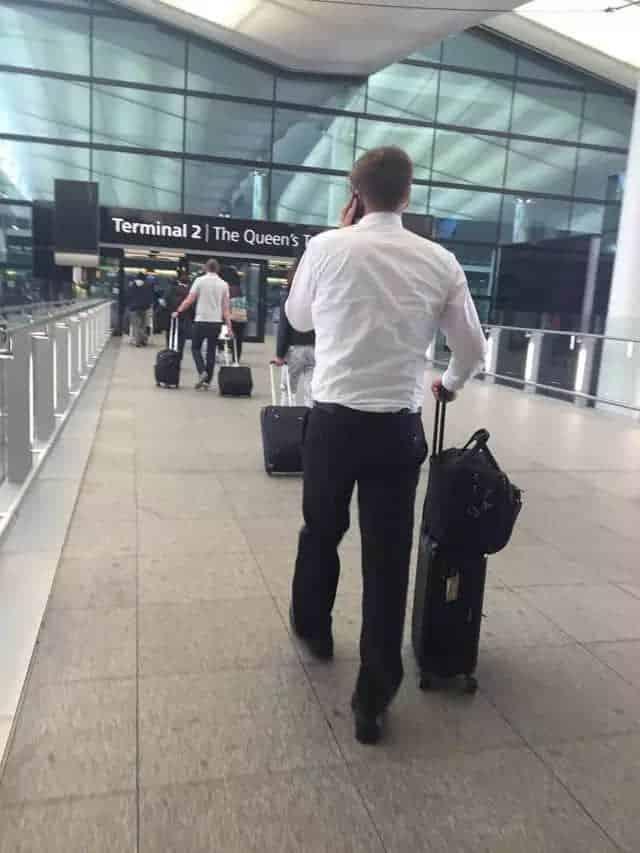 一辈子穿不过时的白衬衫 如何搭才最能散发男性荷尔蒙?