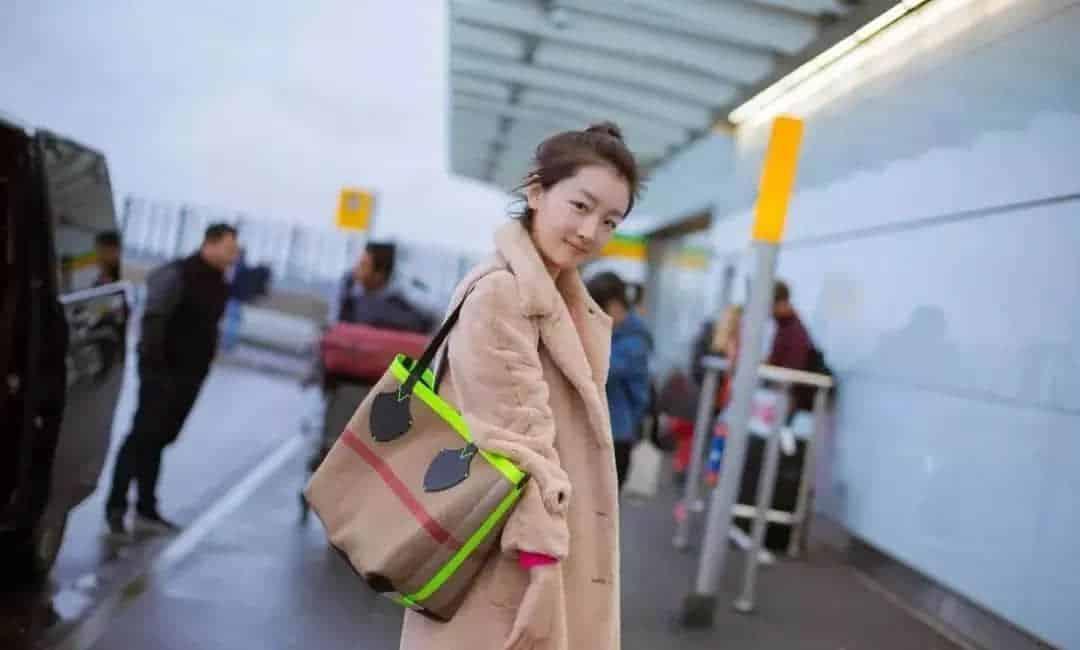 今年Tote Bag才是最值得入手的包款,时髦又能装!