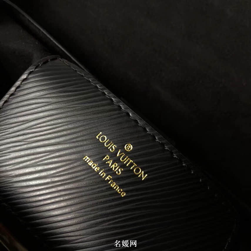 LV/路易威登2018新款徽章牛皮贴饰与饰钉Twist链条包单肩包M43629