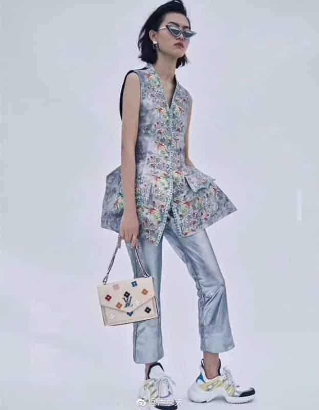 LV MYLOCKME BB 新款手袋 白色花朵链条包 斜跨信封包 女包M53080