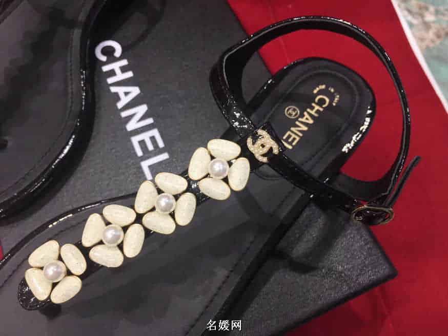 Chanel/香奈儿 18ss新款 金属山茶花珍珠夹脚凉鞋 2色