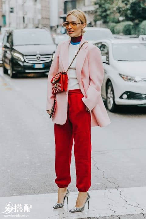 穿的舒适才是时尚的第一要义, 所以你要懂得束脚裤的搭配