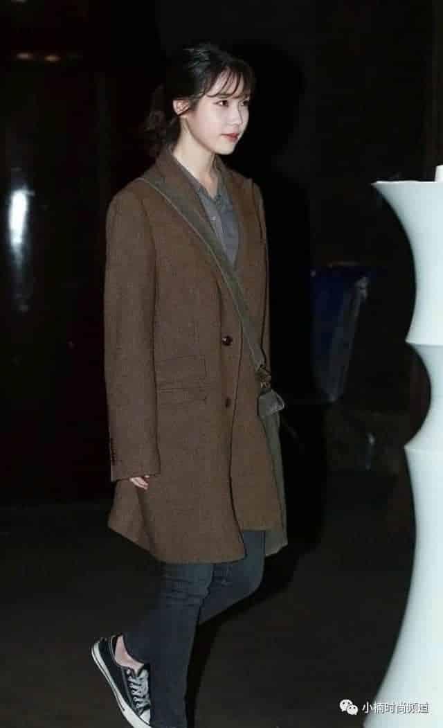 国民妹妹 IU 也是这样穿,复古又个性的西装外套穿搭入门公开