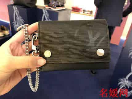 LV/路易威登 圆形标志 Rivets Chain 钱夹/钥匙扣钱包 M63518