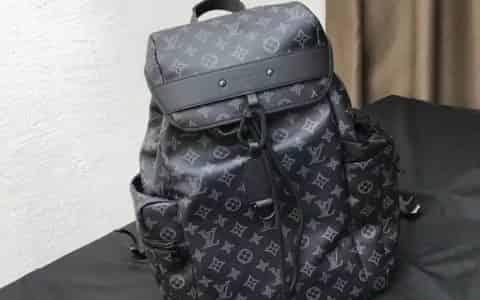 LV/路易威登 18新款SKP店 金属饰件装饰涂层帆布Discovery双肩包 M43694