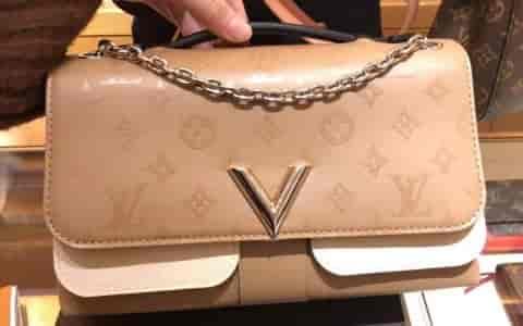 LV/路易威登 18新款 V字标志 Very Chain手袋链条包 M44233