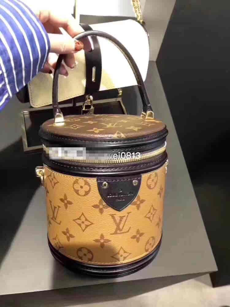 LV/路易威登 18秋冬新款 水桶包秀款手提包 圆筒包