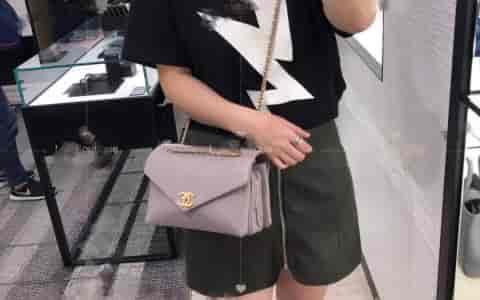 Chanel/香奈儿 18新款斜纹链条信封包邮差包单肩斜挎包