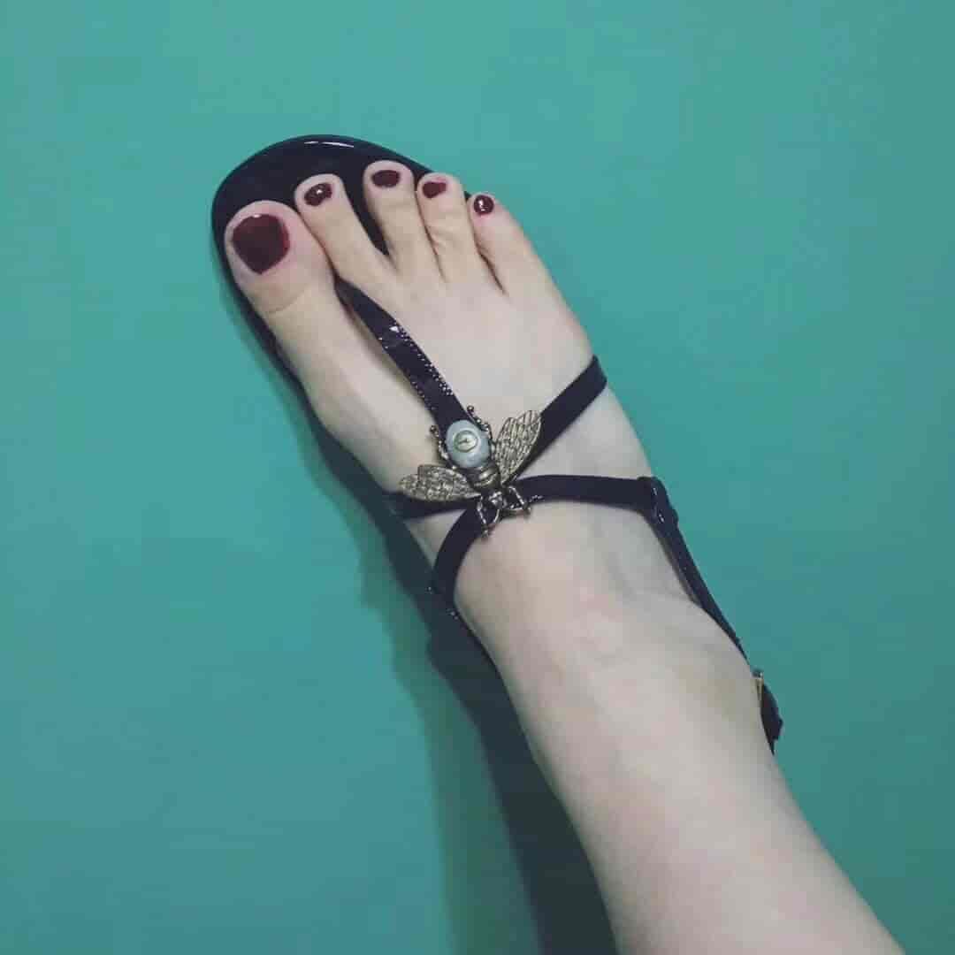Gucci/古奇 18ss新款 蜜蜂珍珠扣玫瑰花蕾凉鞋