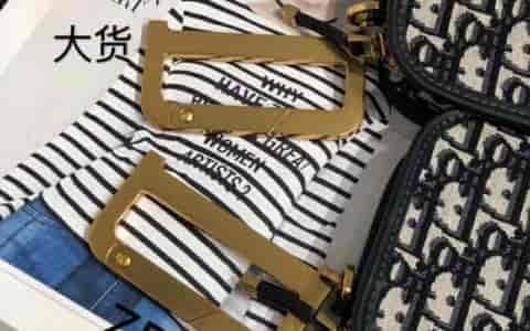 Chanel/香奈儿2018夏季新款白色双面金色链条口子翻盖包