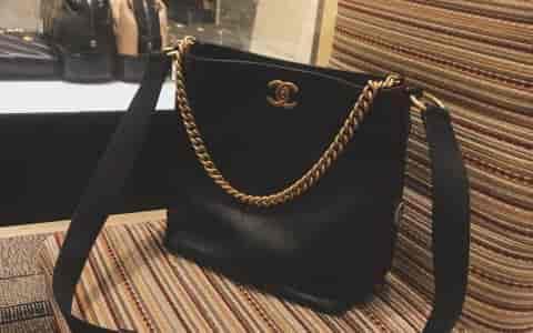 25岁终于拥有第一只香奈儿Chanel2018新款嬉皮包