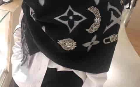 路易威登LV老花徽章羊绒围巾