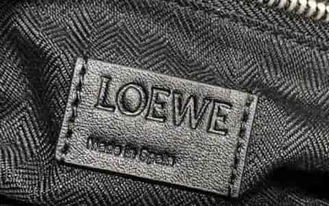 LV/路易威登 18新款 LOCKME BUCKET 贴花水桶包花朵单肩包 M53081