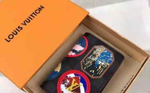 LV/路易威登 18冬季款徽章贴饰口袋钱夹 N60130