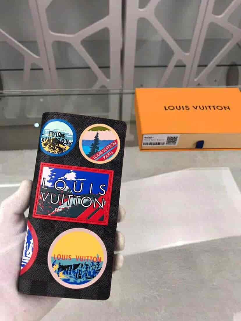 LV/路易威登 阿尔卑斯徽章贴饰Brazza钱夹 N60091