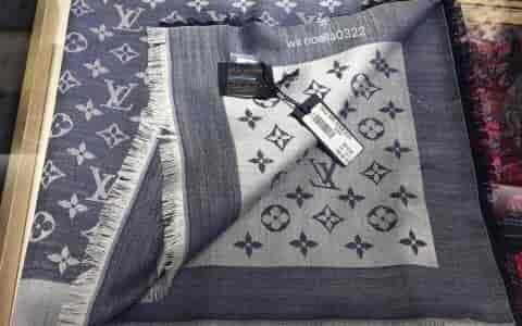 lv牛仔蓝围巾 很特别的颜色 不容易和别人撞款