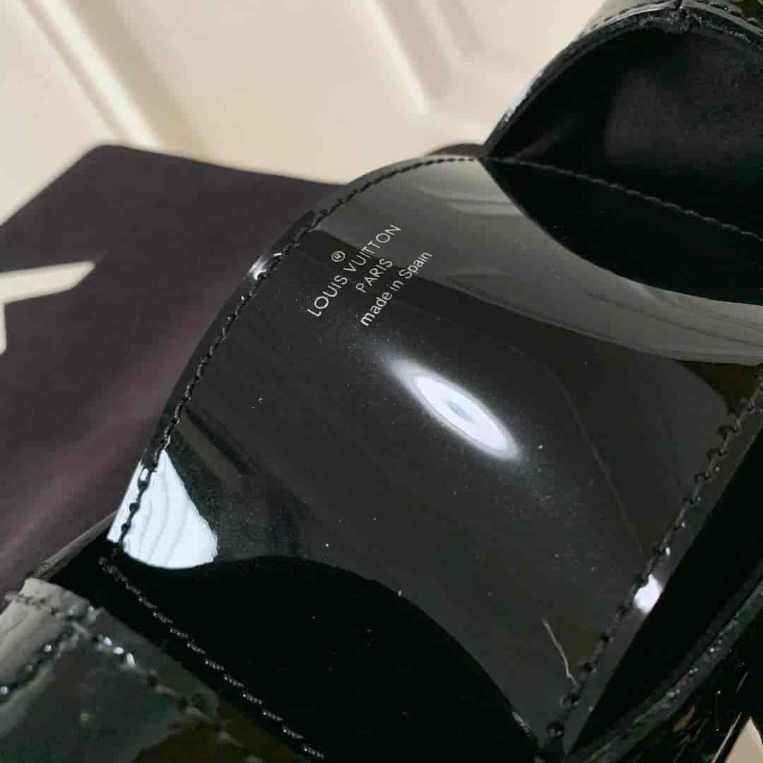 LV路易威登女包19新款Pochette Twist手袋女士链条包单肩包M90366