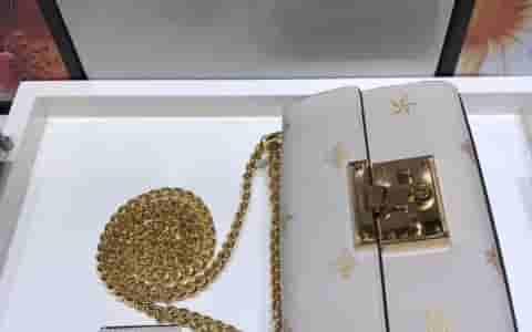 香奈儿/Chanel 新款 正品尾皮 桃红小羊皮亮银扣 boy包包 67085