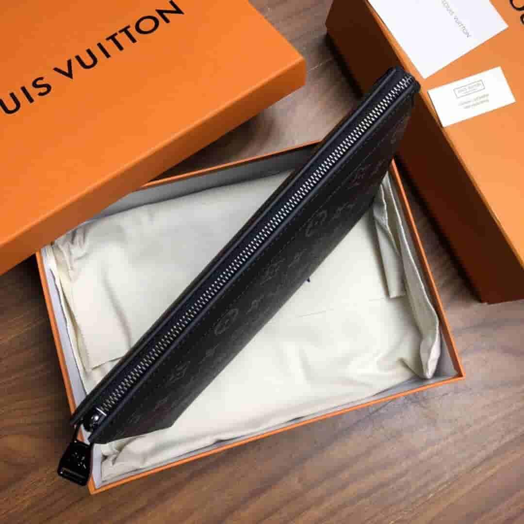 LV M61692 黑花VOYAGE洗刷包/手拿包