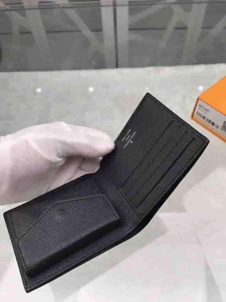 LV M62289 Epi水波纹皮革 Marco钱夹