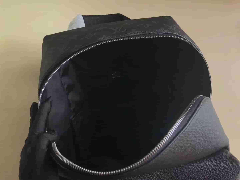 LV M30230 19新款DISCOVERY 小号双肩包