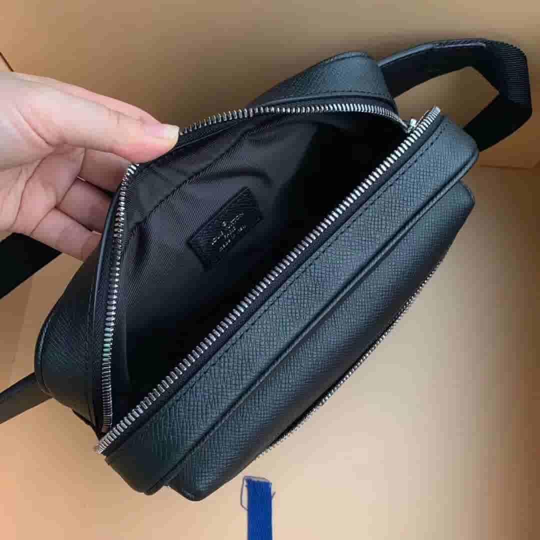 LV M30245 黑花Taïga皮革OUTDOOR腰包/胸包