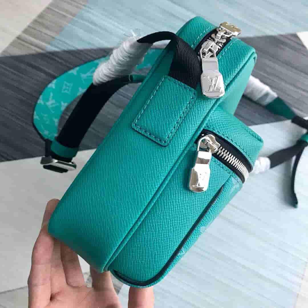 LV M30241 2019新款绿色Taïga皮革OUTDOOR邮差包