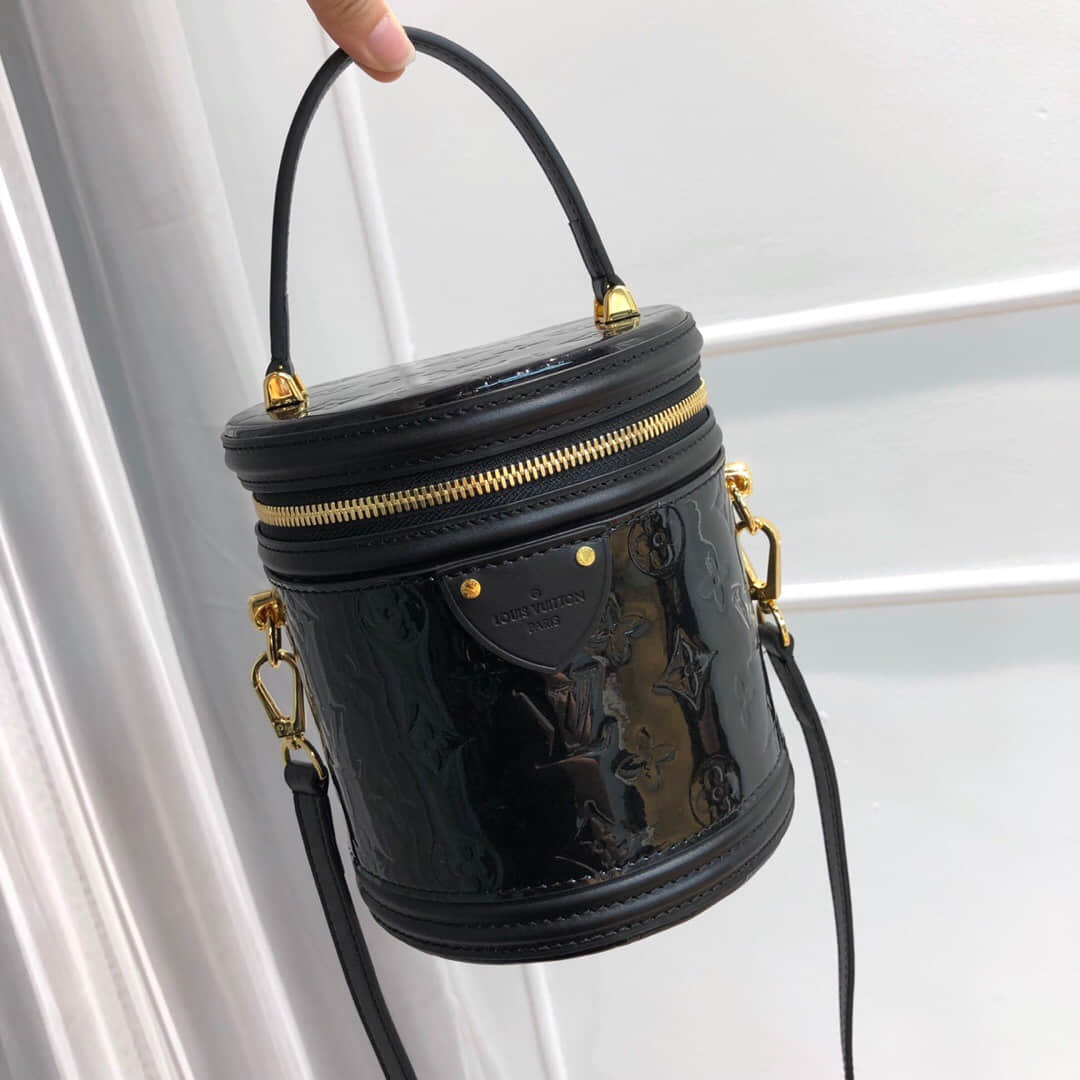 LV 19新款漆皮压纹Cannes手袋 圆筒包 M53997 M53998