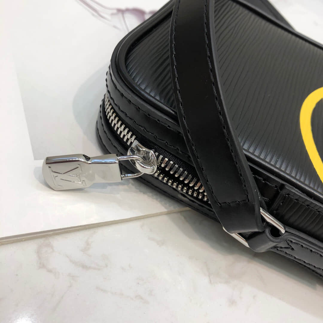 LV M55120 2019新款水波纹Danube迷你手袋 斜挎相机包