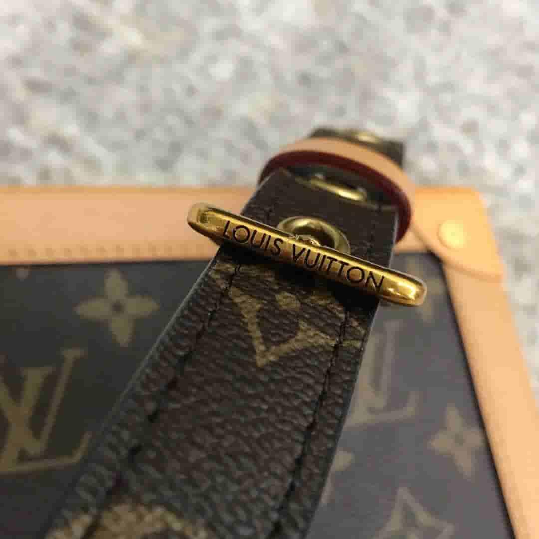 LV 2019新款SOFT TRUNK手袋 男士盒子邮差包 M44660