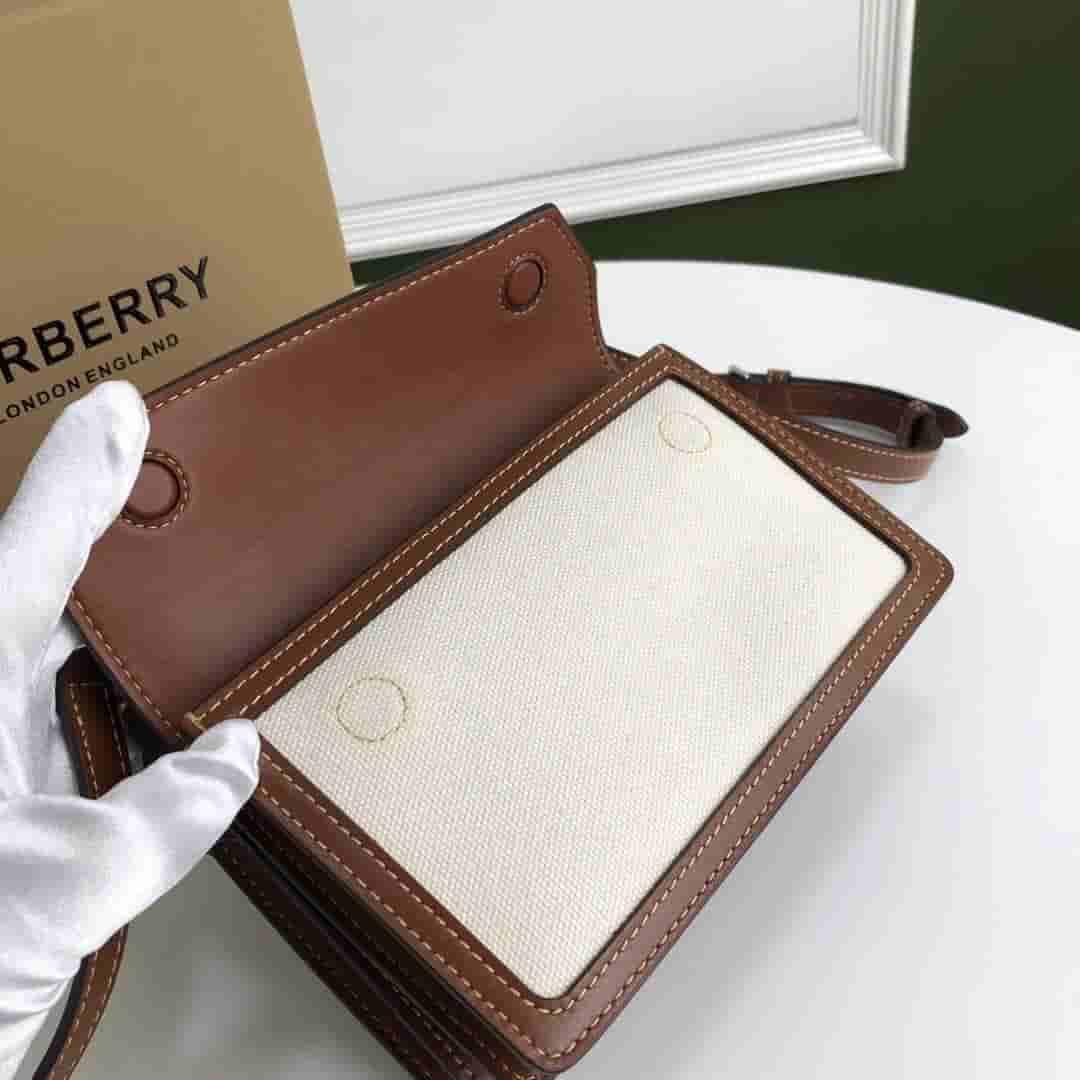 Burberry/巴宝莉 迷你字母印花皮革和帆布单肩包 80146111