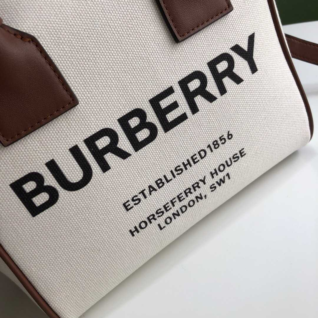 Burberry/巴宝莉 Medium Horseferry印花帆布保龄球包 80165641