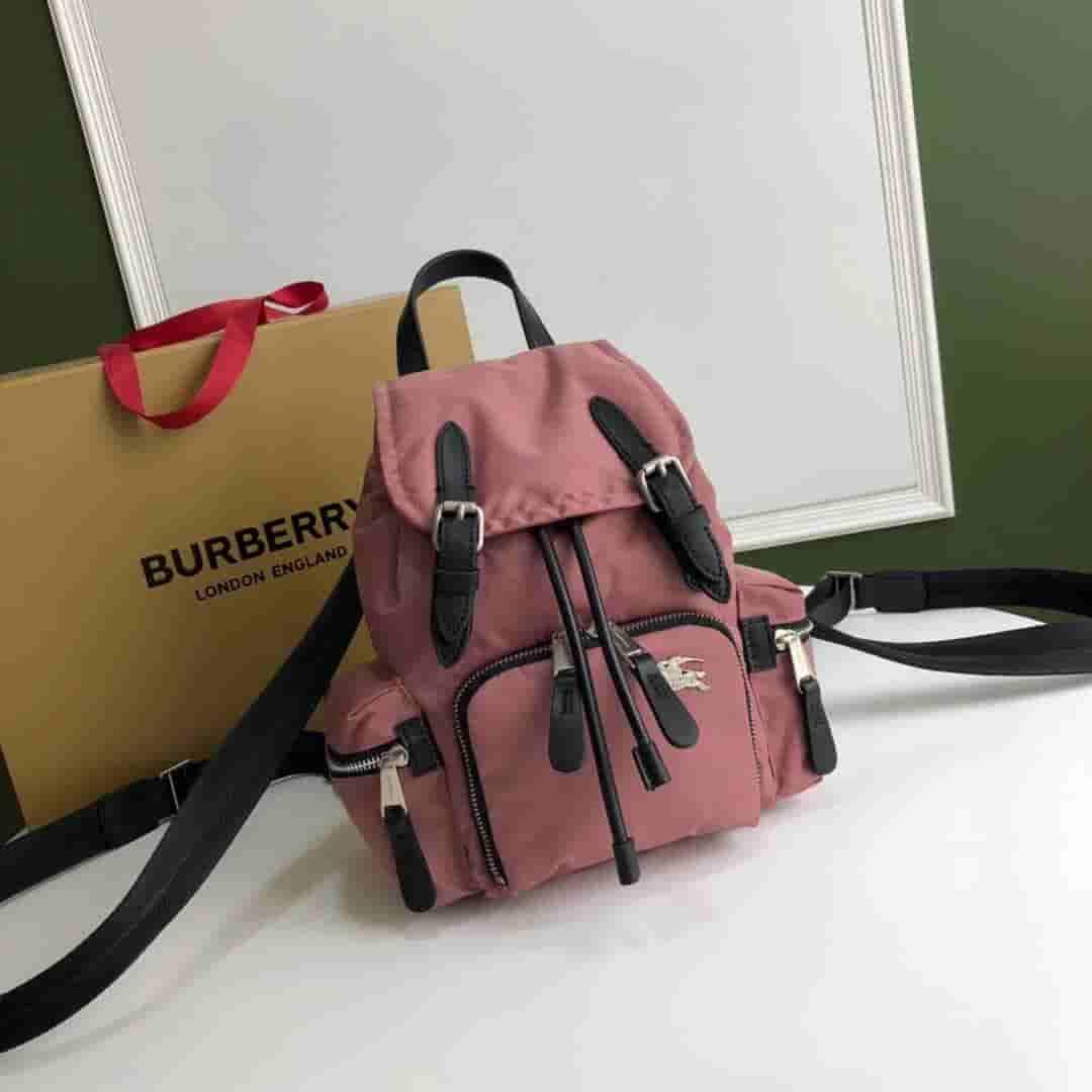 Burberry/巴宝莉 The Rucksack小号羽绒尼龙斜背式军旅背包 80084341
