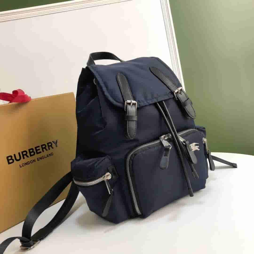 Burberry/巴宝莉 The Rucksack中号尼龙拼皮革军旅背包 80067231