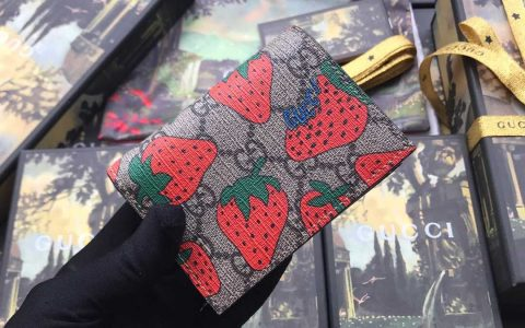 Gucci/古驰 饰 Gucci 草莓印花 GG 卡包