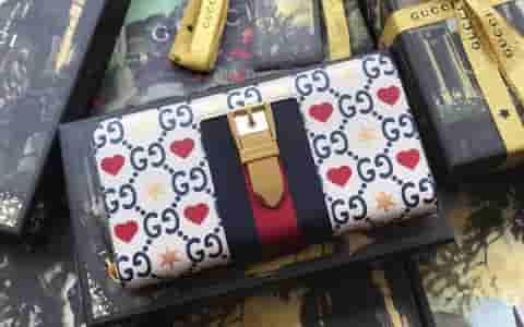 Gucci/古驰 19七夕情人节特别款GG红心和星星印花长款钱包 476083