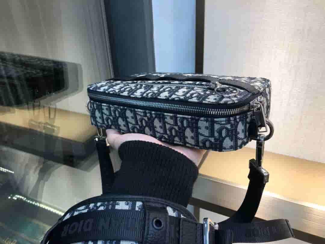 Dior/迪奥 SAFARI DIOR OBLIQUE肩背包 1SFPO101YKY_H26E