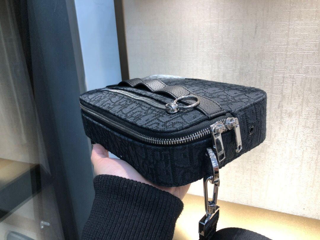 Dior/迪奥 黑色 OBLIQUE 图案 SAFARI 邮差包 1SFPO101
