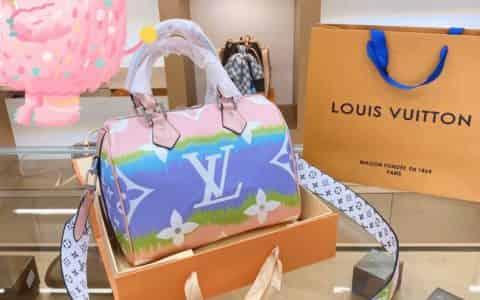 2020新款LV春夏渐变色彩虹🌈枕头包