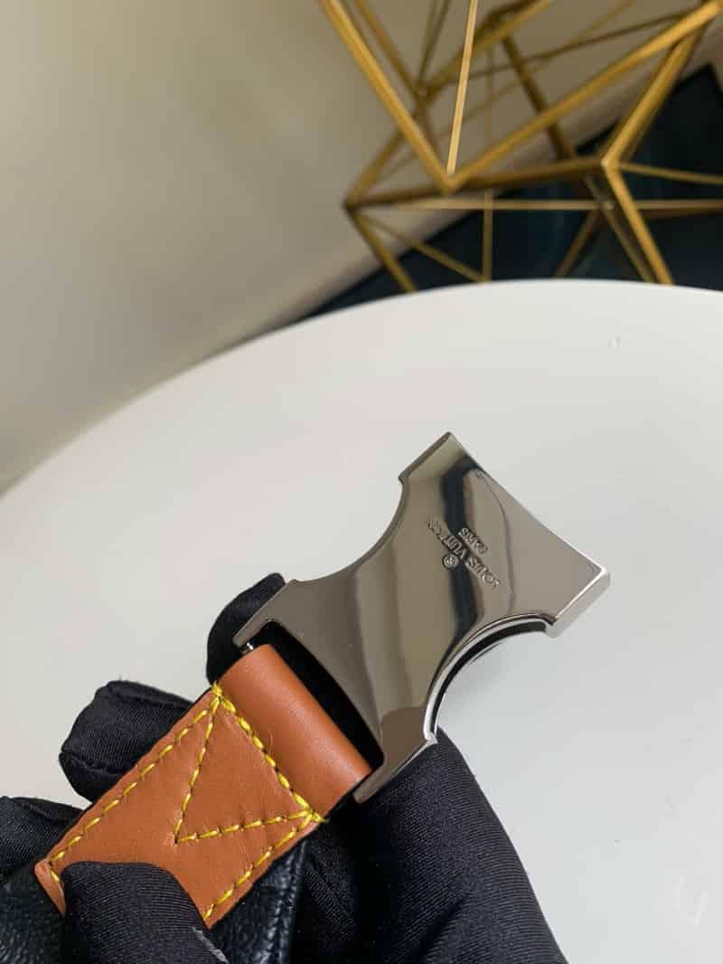 LV 2020限量徽章新款Discovery腰包 M45220
