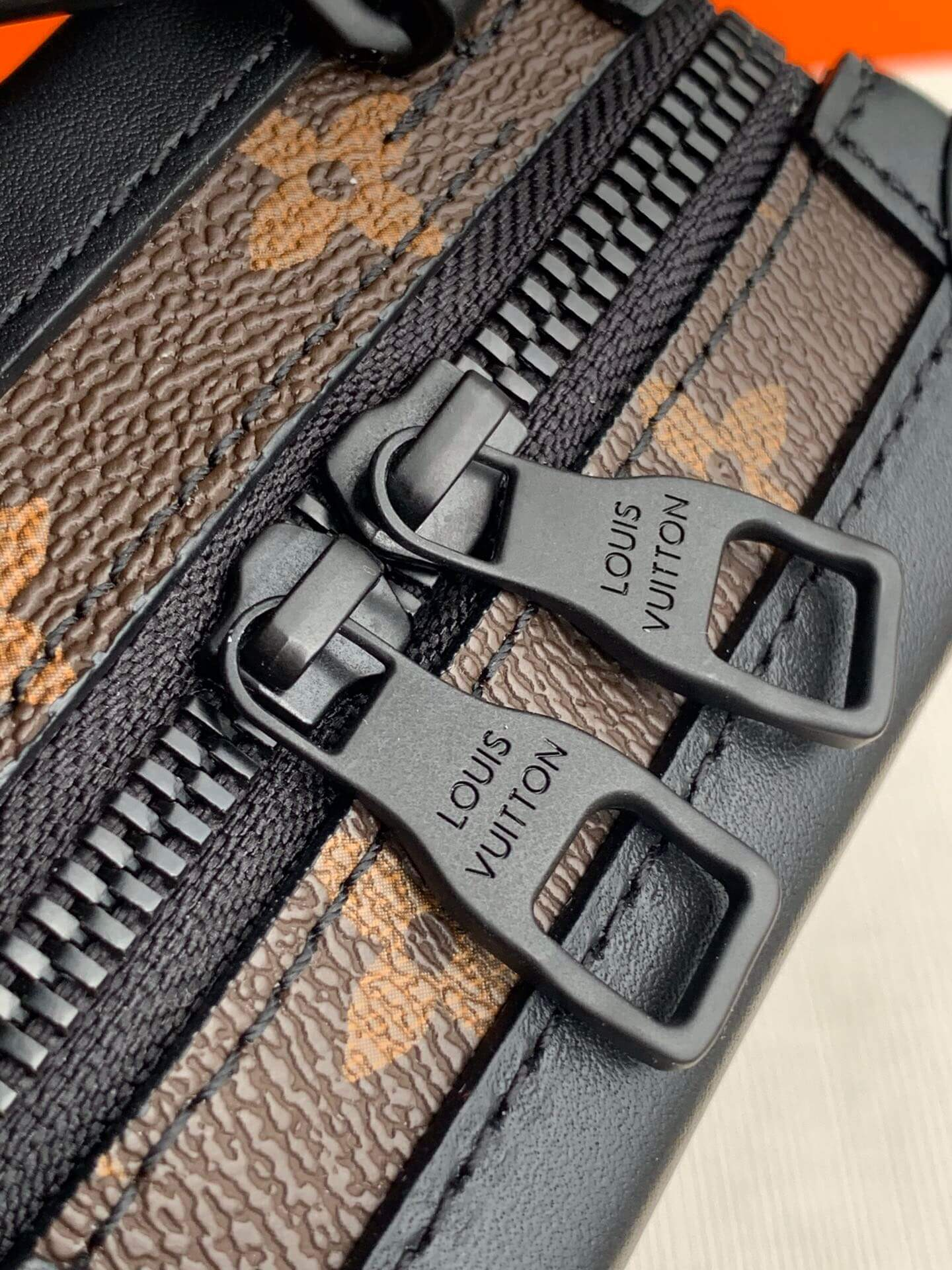 LV M45044 VERTICAL SOFT TRUNK 竖盒子链条斜挎包