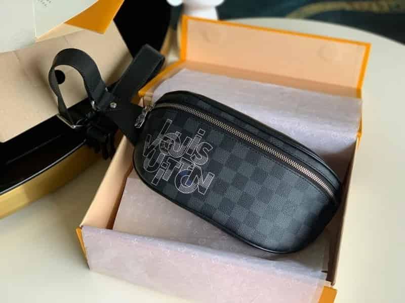 LV N40295 Bumbag 腰包 2020新款灰色交织字母腰包