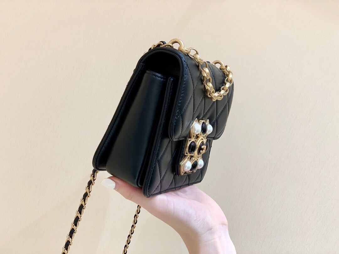 Chanel Logo珍珠玛瑙菱格牛皮链条口盖包斜挎包 AS1889