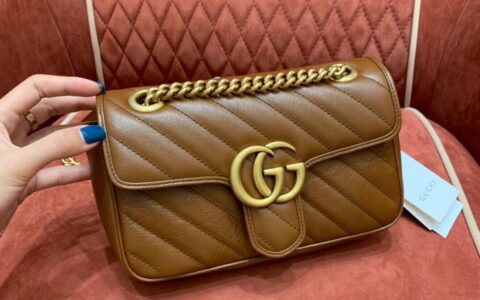 Gucci GG Marmont系列绗缝迷你肩背包 446744 0OLFT 2535