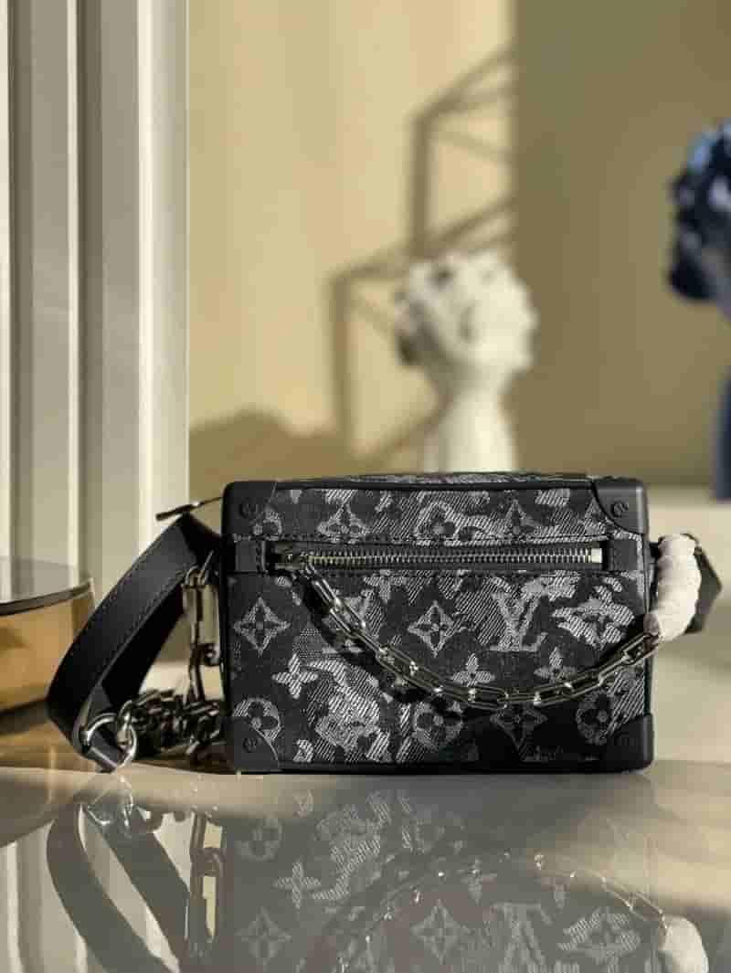 Louis Vuitton LV M80033 Mini Soft Trunk 链条包